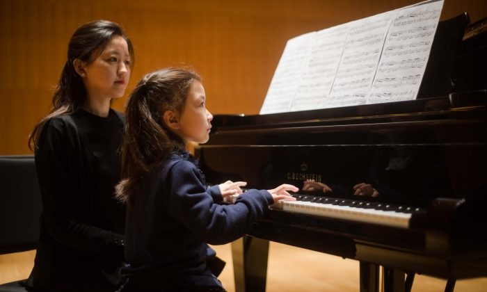 ABRSM brand images (32) Young girl, teacher, piano, lesson, keys, Beijing,